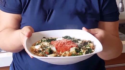 preview della video ricetta: Pasta con Tenerumi